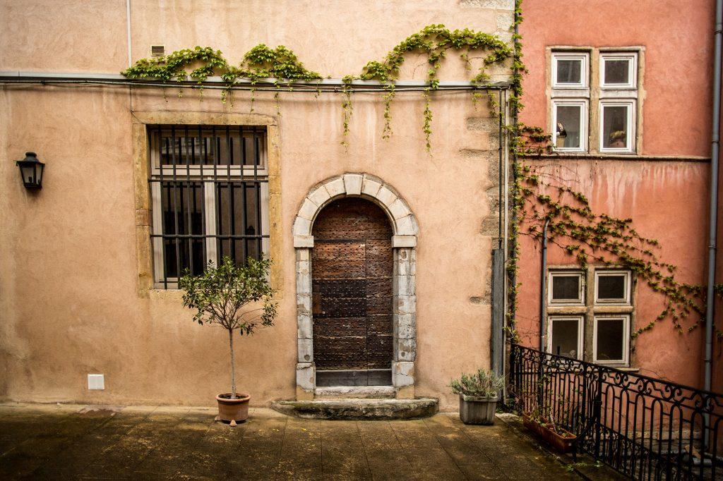 chambres d 39 h tes lyon renaissance c t cour c t jardin vieux lyon. Black Bedroom Furniture Sets. Home Design Ideas